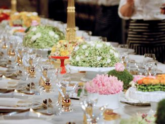 Ein feierlich gedeckter Tisch beim Nobelbankett