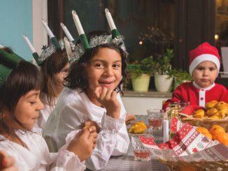 Kinder zusammen am Lucia-Tag